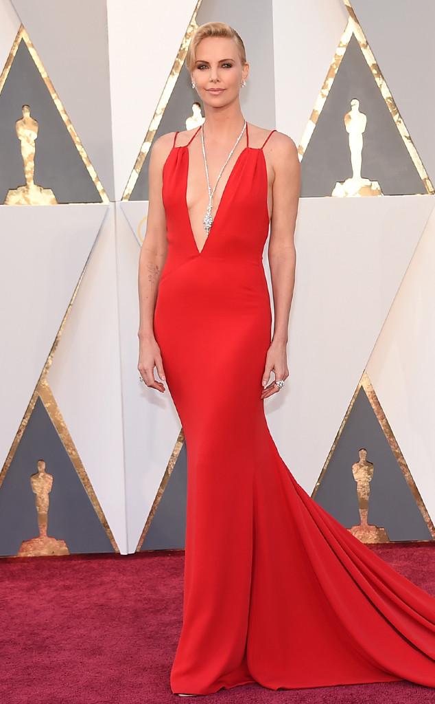 Charlize-Theron-look-Oscar