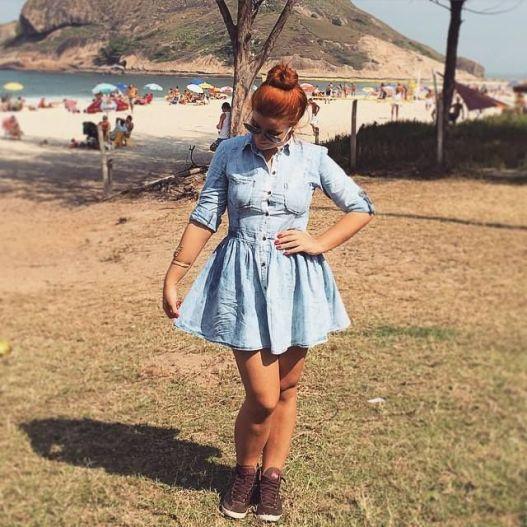 bia vestido azul