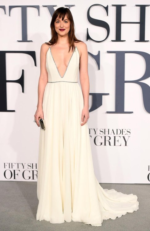 dakota-johnson-white-saint-laurent-dress-premiere
